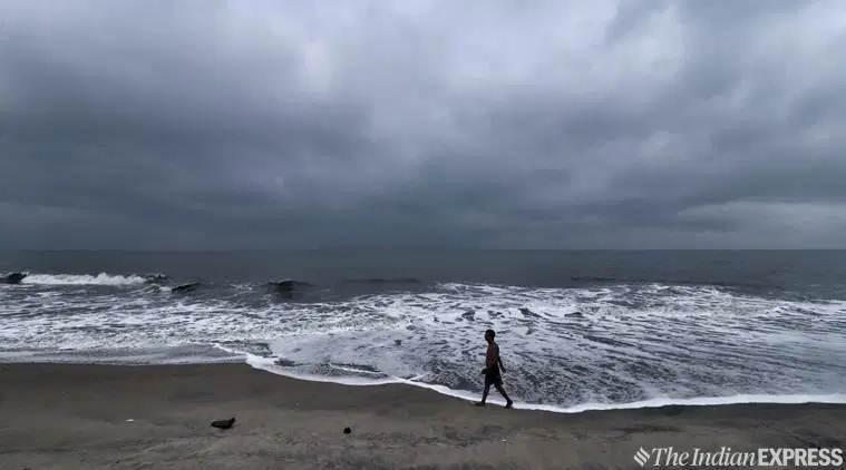 मौसम विभाग ने अगले 24 घंटो में चक्रवाती तूफान 'महा' के बारे दी गंभीर चेतावनी 2