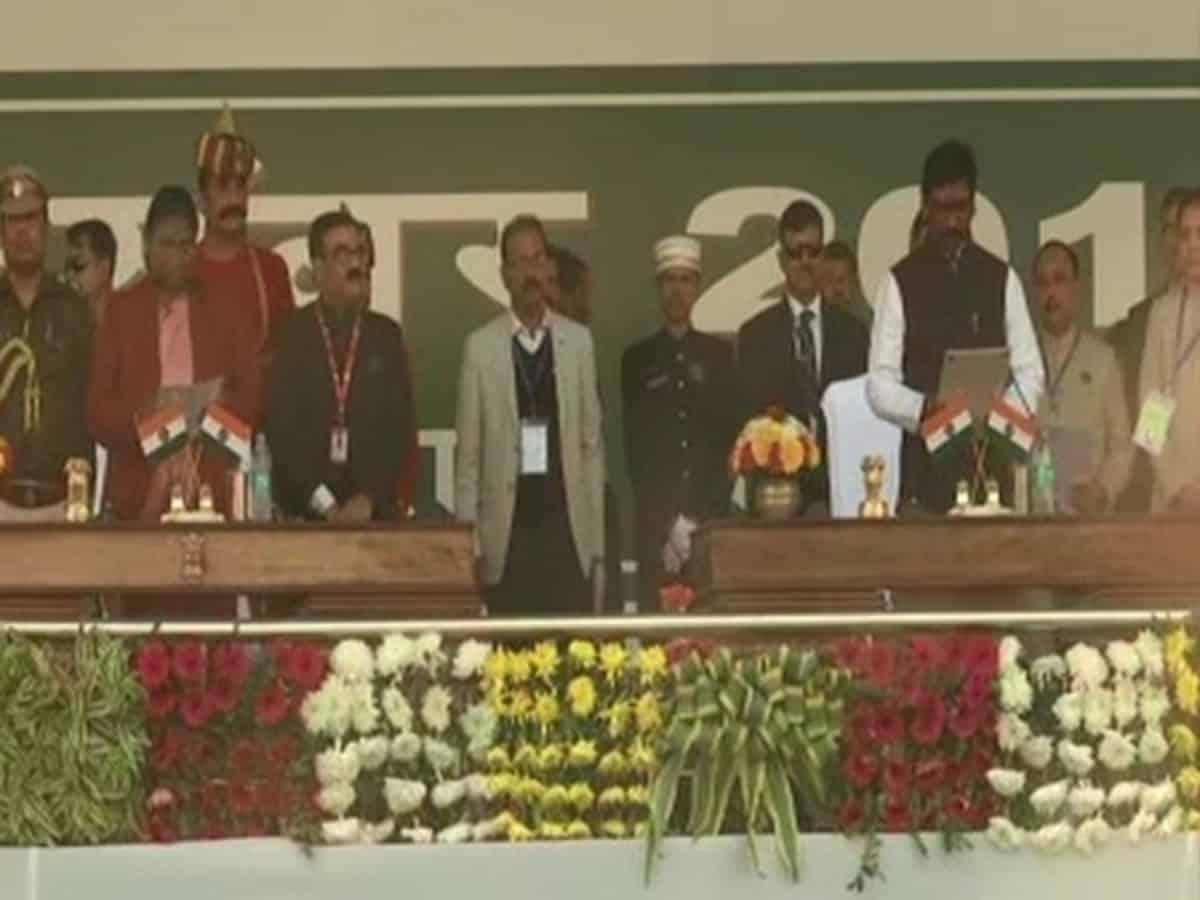 हेमंत सोरेन ने झारखंड के मुख्यमंत्री पद की ली शपथ, कांग्रेस के आलमगीर आलम बने मंत्री 13