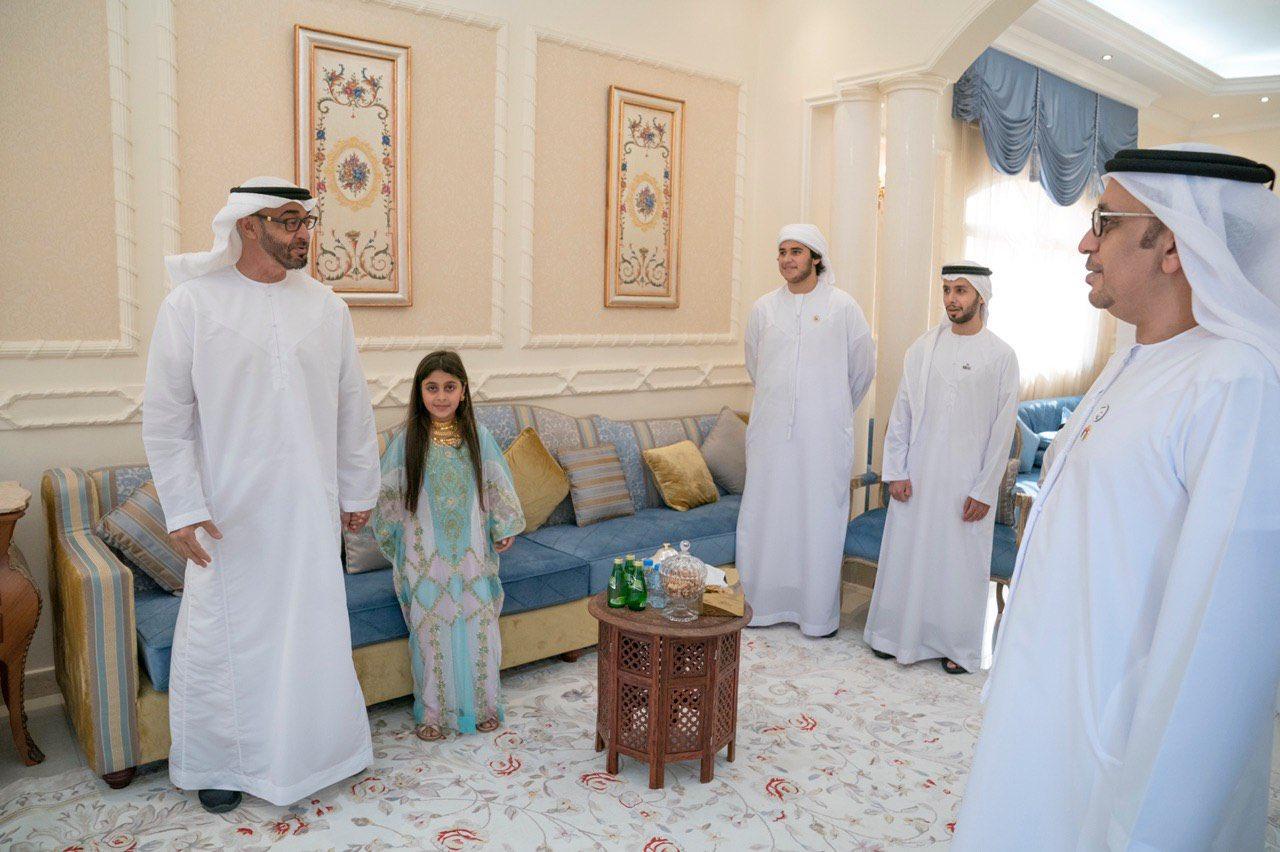 जब वायरल वीडियो देखकर दुबई के प्रिंस एक बच्ची से मिलने पहुच गए उसके घर 2
