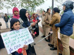 CAA-NRC: प्रदर्शनकारियों के छीने गये कंबल और खाने- पीने के सामान! 3
