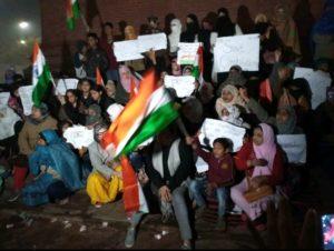 CAA-NRC: प्रदर्शनकारियों के छीने गये कंबल और खाने- पीने के सामान! 8