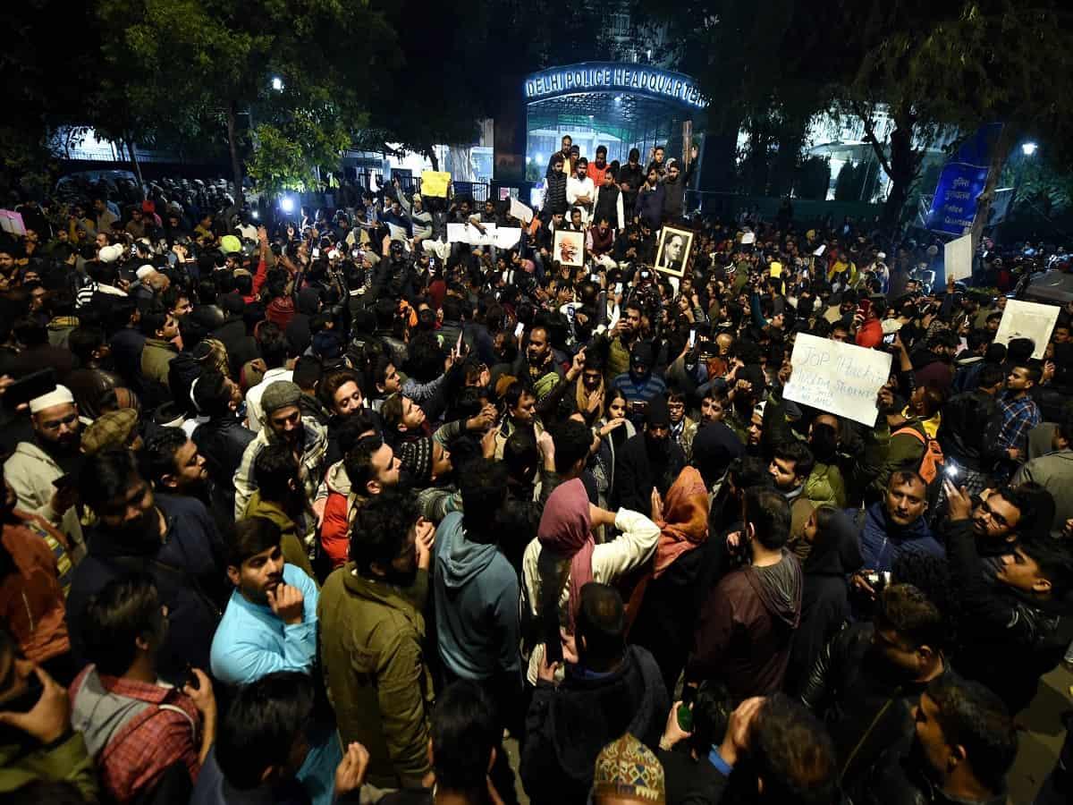 दिल्ली पुलिस ने शाहीन बाग में प्रदर्शन कर रहे लोगों से की कालिंदी कुंज मार्ग खोलने की अपील 11