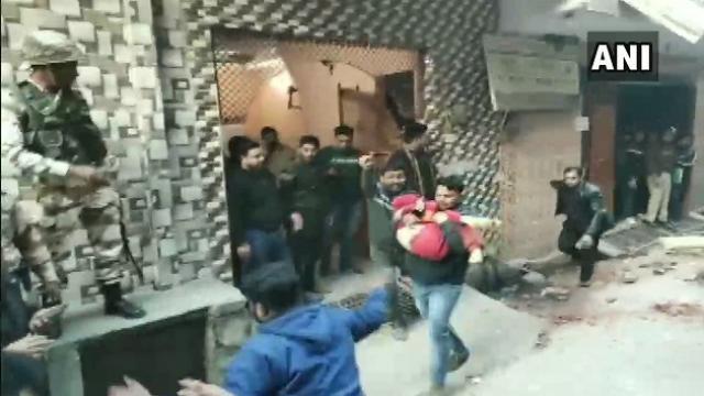 दिल्ली के भजनपुरा में इमारत गिरी, 4 छात्रों समेत 5 की मौत 2