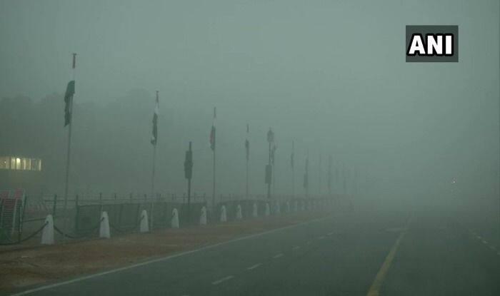 दिल्ली में घने कोहरे का असर, सड़क पर गहरे धुंध का प्रकोप, इतनी ट्रेनें चल रही हैं देरी से 4