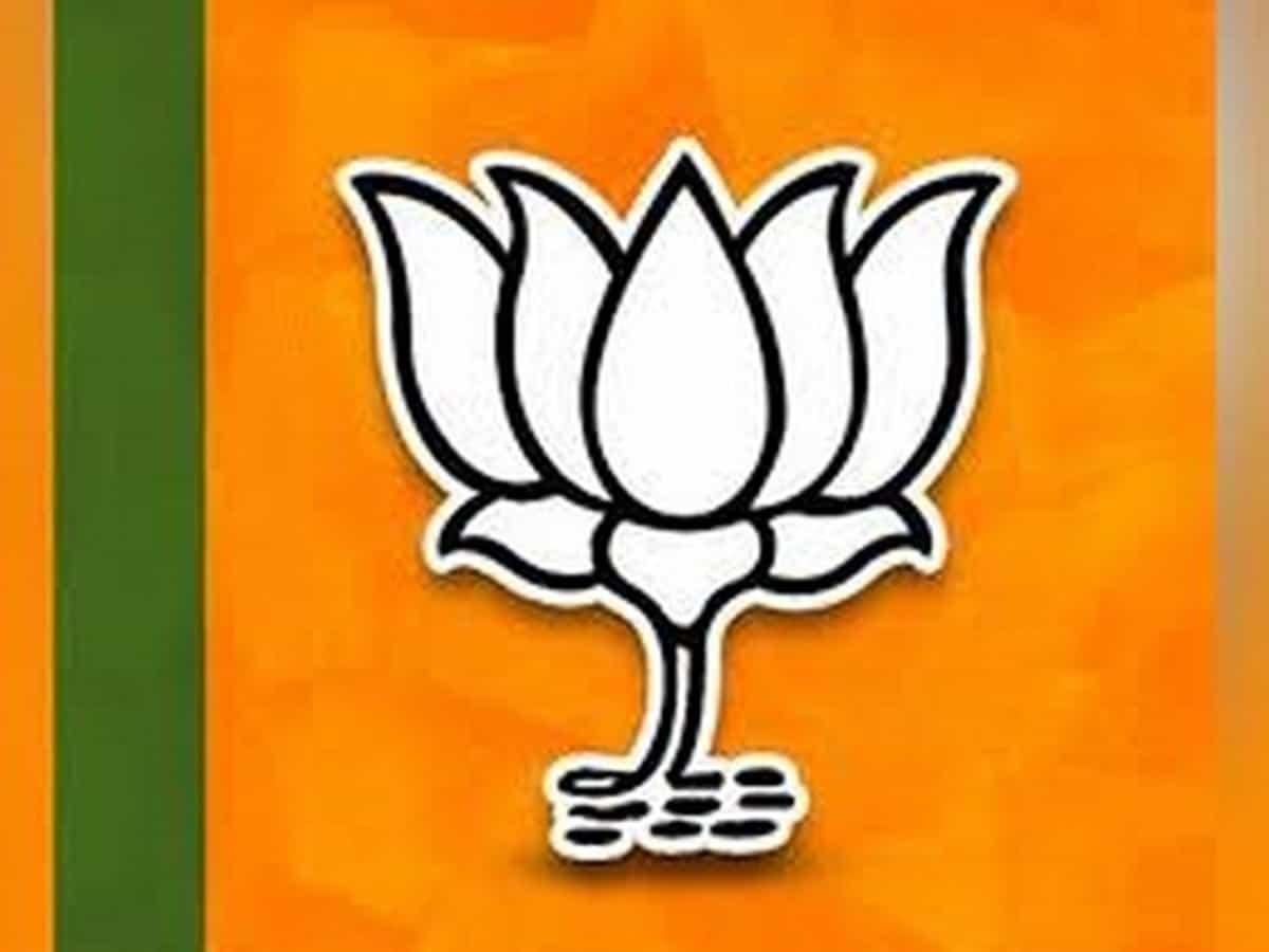 'नक्सली समर्थक' होने के आरोप में भाजपा नेता समेत दो गिरफ्तार 18