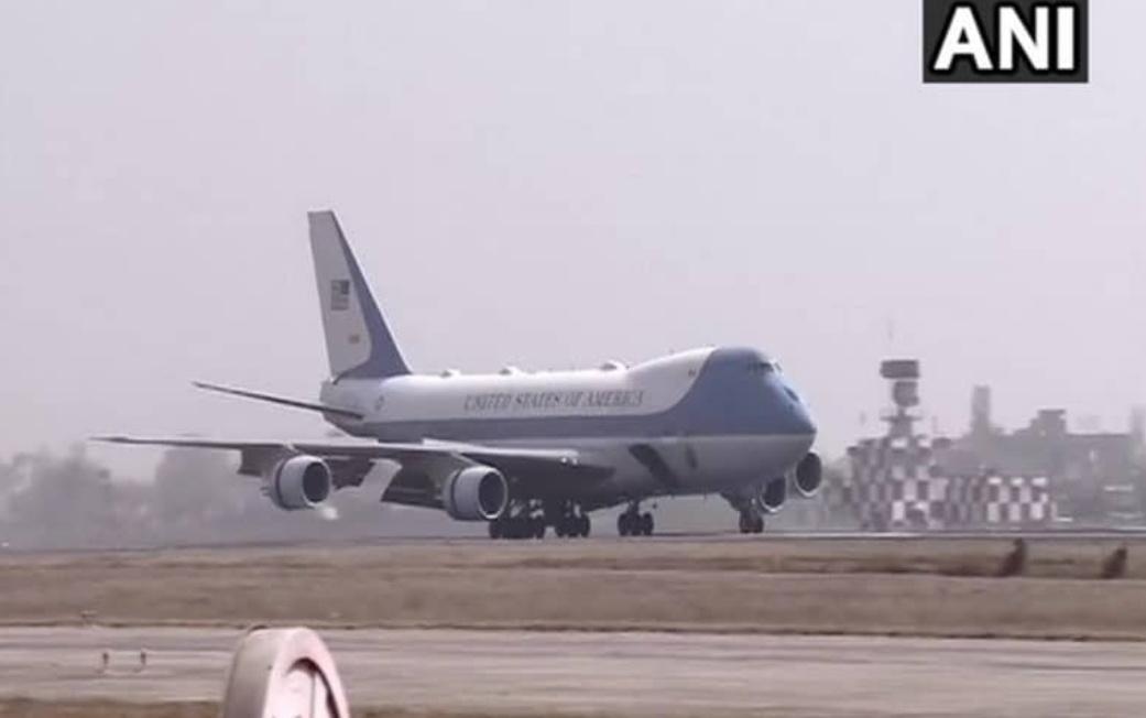 अमेरिकी राष्ट्रपति ट्रम्प पत्नी संग अहमदाबाद पहुंचे! 18