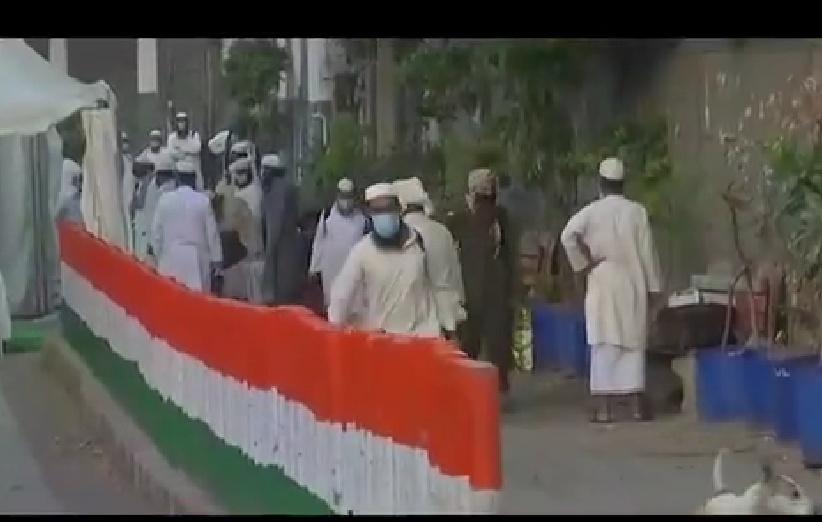 जनता कर्फ्यू के एक दिन पहले से 1700 से ज्यादा लोग निजामुद्दीन मरकज़ में शामिल थे! 20