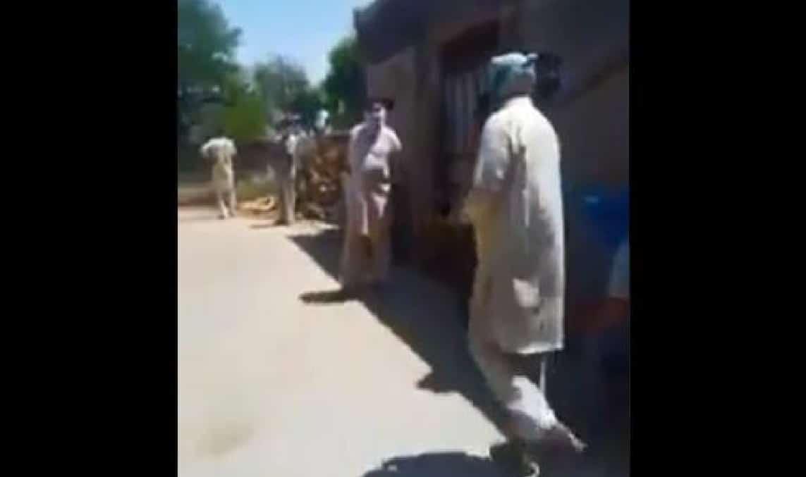 दूध बेचने गए मुसलमान की हिन्दू बहुल मोहल्लों में हुई पिटाई, विडियो वायरल 6