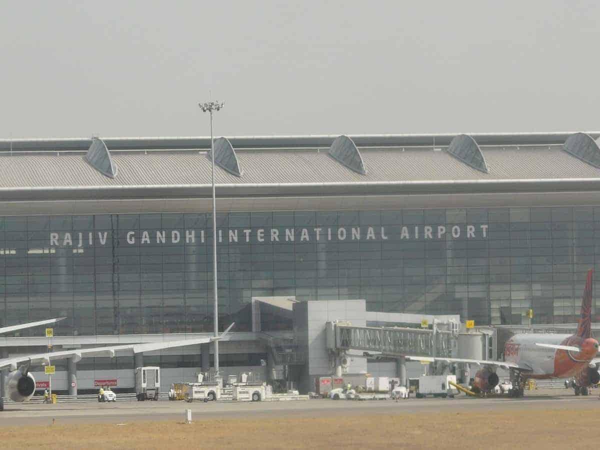 165 और अमेरिकी नागरिकों को हैदराबाद से मुंबई एयर इंडिया की दो उड़ानों से एयरलिफ्ट किया गया