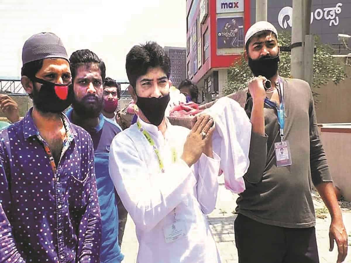 बंगलौर- मुस्लिम ने किया हिन्दू व्यक्ति का अंतिम संस्कार, पेश की मिसाल