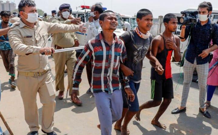 अहमदाबाद में प्रवासी मजदूरों ने पुलिस पर पथराव किया, हिरासत में लिए गए! 11