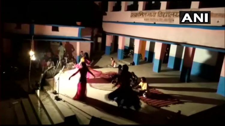 क्वॉरेंटाइन सेंटर में अश्लील डांस, सोशल मीडिया पर VIDEO वायरल 12