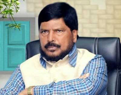 सुशांत के पिता से मिले केंद्रीय राज्य मंत्री अठावले, बोले- बॉलीवुड माफिया होगा बेनकाब