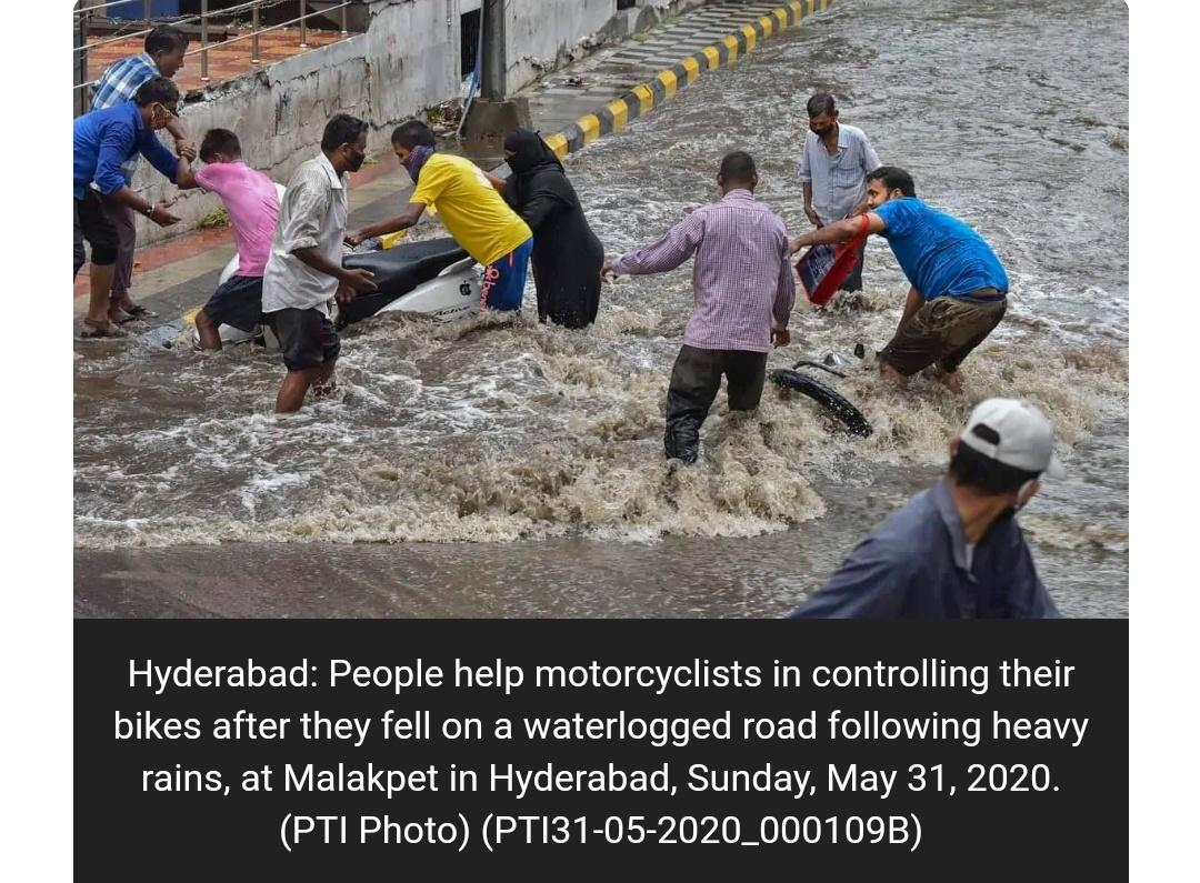 हैदराबाद में भारी बारिश के कारण रोड जाम, सड़क झील में तब्दील! 1