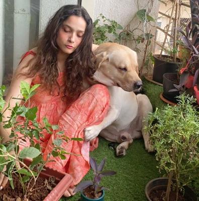 सुशांत का सपना पूरा करने को अंकिता ने पौधा रोपा