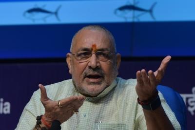 बिहार: गिरिराज ने कांग्रेस पर जिन्ना समर्थक को टिकट देने का लगाया आरोप