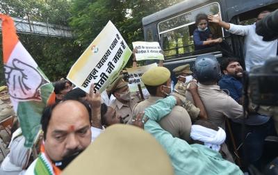 लखनऊ में हिरासत में यूथ कांग्रेस के 13 नेता 1