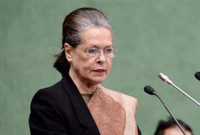 भारतीय लोकतंत्र सबसे कठिन दौर से गुजर रहा : सोनिया