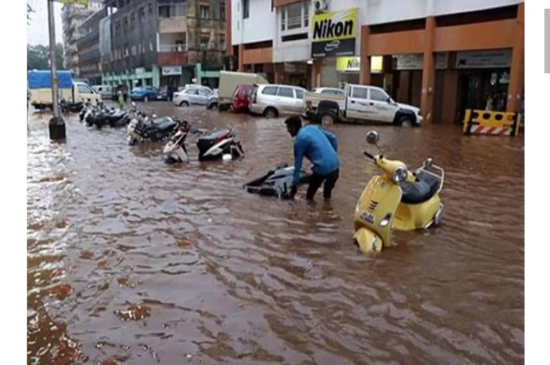 हैदराबाद: कई एनजीओ बाढ़ प्रभावित इलाकों में लोगों को मदद पहुचा रहे हैं! 2