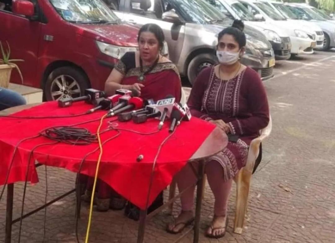 अर्नब गोस्वामी की गिरफ्तारी के बाद नाइक की पत्नी आई सामने, दिया बड़ा बयान! 13