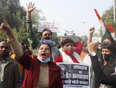 दिल्ली कांग्रेस ने किसानों के समर्थन में भाजपा मुख्यालय के पास किया प्रदर्शन
