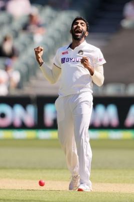 गेंदबाजों की मेहनत के बीच भारतीय फील्डरों ने फिर किया निराश