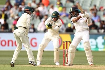 एडिलेड टेस्ट : आस्ट्रेलियाई गेंदबाजों के अनुशासन के बीच कोहली, पुजारा ने दिखाया धैर्य (राउंडअप)