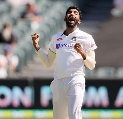 एडिलेड टेस्ट : गेंदबाजों के प्रदर्शन से भारत मजबूत स्थिति में (राउंडअप)