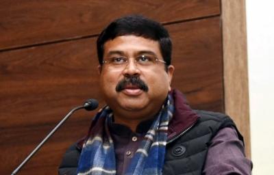 जिस वाड्रा-कांग्रेस ने किसानों की जमीनें हड़पीं, वो आज किसान हितैषी बने बैठे हैं: धर्मेंद्र प्रधान