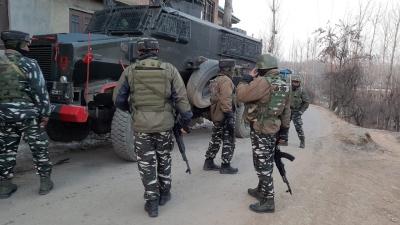 जम्मू-कश्मीर पुलिस ने आतंकवादी संगठन से जुड़े 2 लोगों को गिरफ्तार किया
