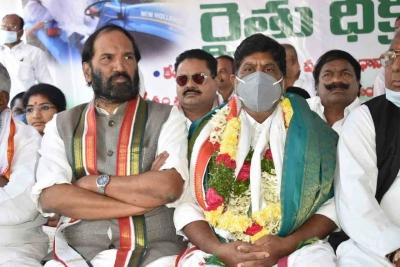 तेलंगाना : कांग्रेस के नेताओं को कृषि कानूनों के विरोध के दौरान हिरासत में लिया गया