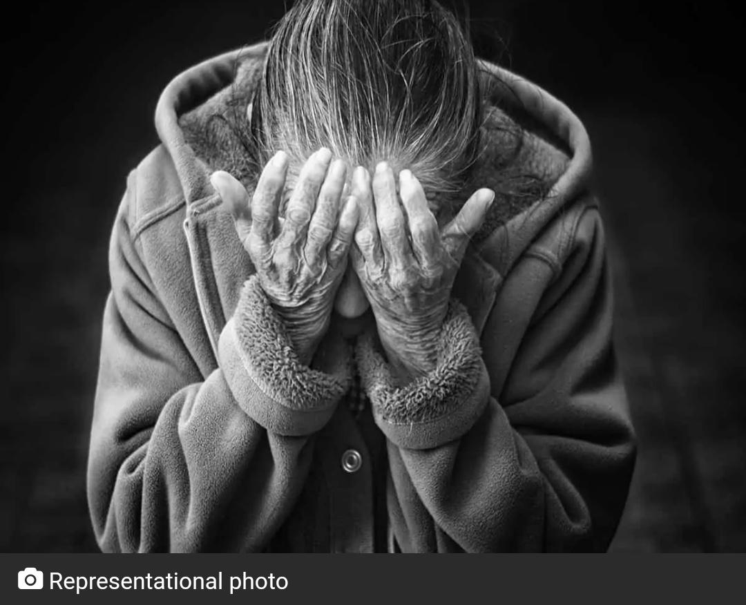 देखें: 90 साल की बुजुर्ग महिला को बहु ने पीटा! 7