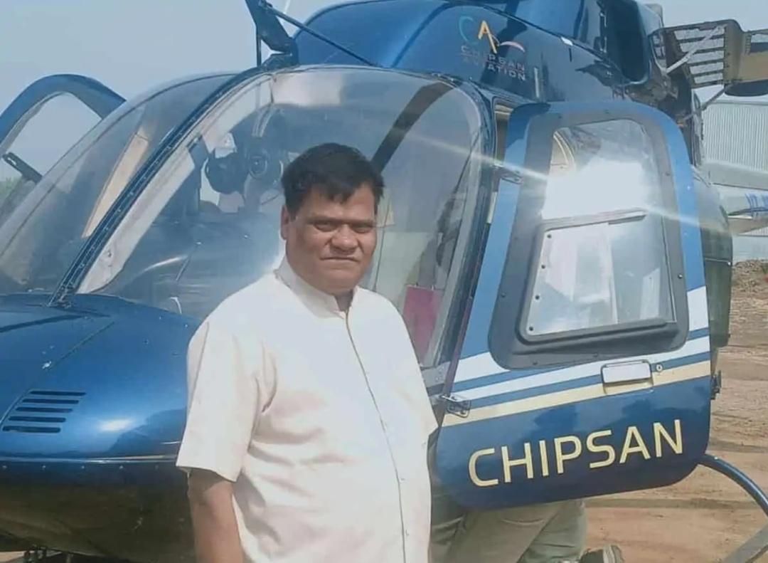ट्रैफिक से बचने के लिए दूध बेचने वाले ने 30 करोड़ में खरीदा हेलिकॉप्टर! 20