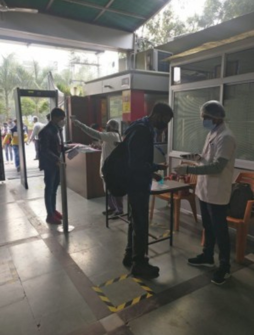 महाराष्ट्र में होस्टल के 229 छात्र कोविड-19 पोजिटिव पाए गये! 14