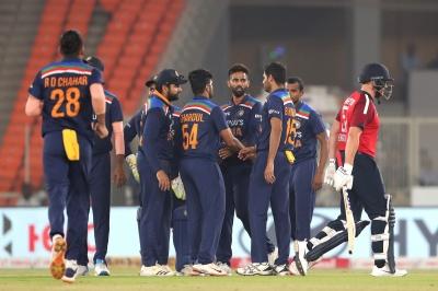 अहमदाबाद टी20 : बल्लेबाजों और गेंदबाजों ने भारत को 3-2 से दिलाई सीरीज (राउंडअप)
