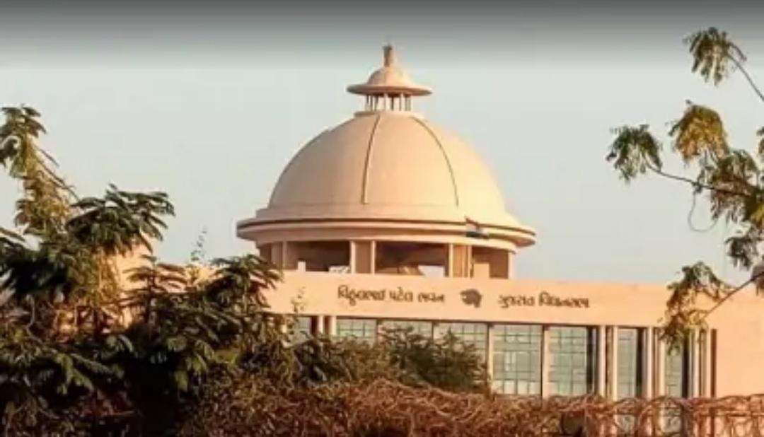 गुजरात विधानसभा में कई लोग कोविड-19 पोजिटिव हुए! 1