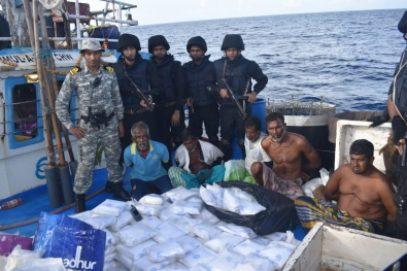 भारतीय नौसेना ने पाकिस्तानी नाव से 3 हजार करोड़ रुपये की ड्रग्स जब्त की