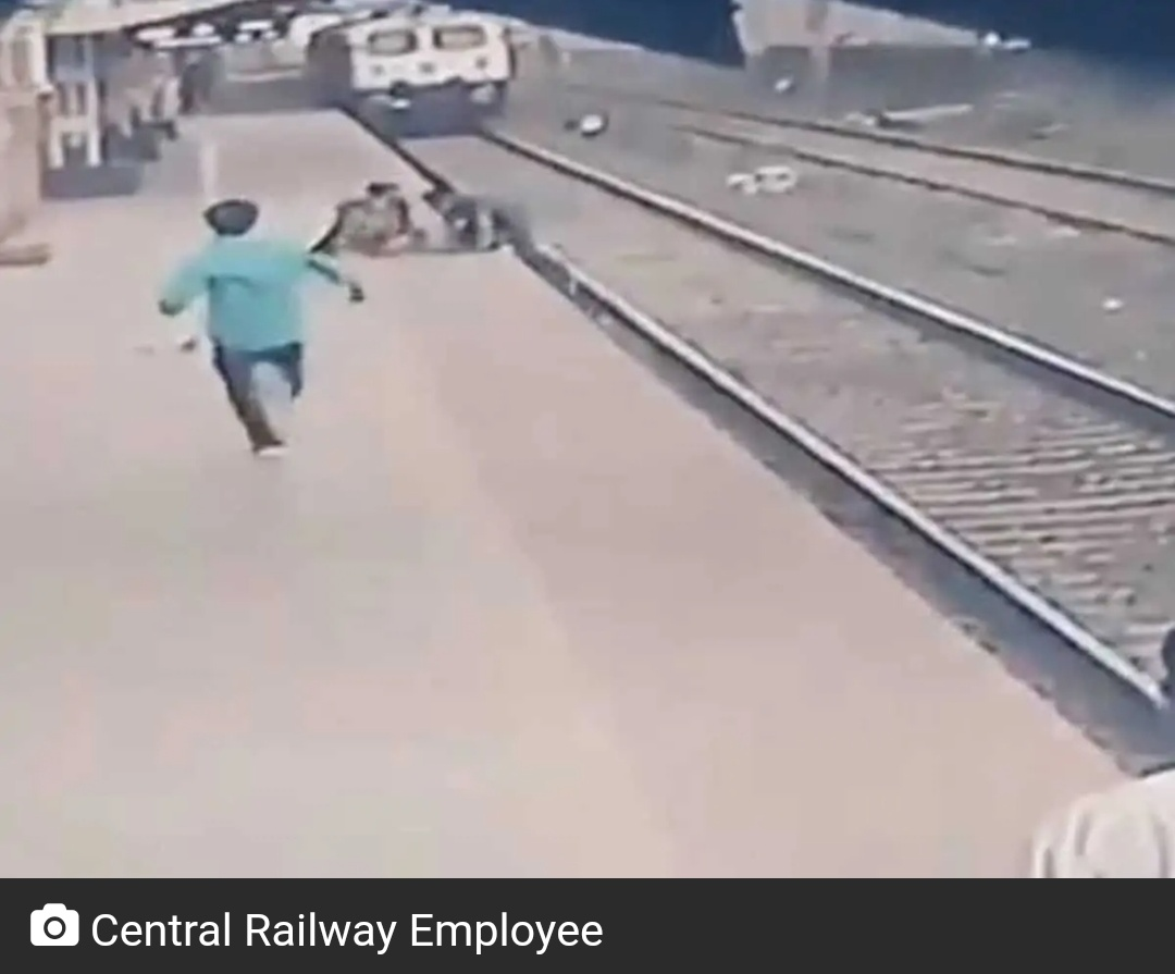 ट्रेन की पटरी पर गिरे बच्चे को जान जोखिम में रखकर शख्स ने बचाया! 5