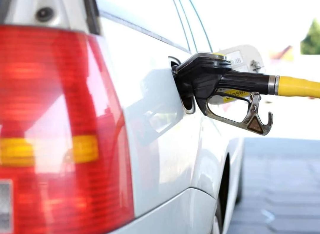 विकास' पेट्रोल के साथ 100 रुपये / लीटर के साथ वापस आ गया है: कांग्रेस 9
