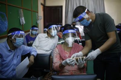 ऑनलाइन कक्षाओं के चलते नेपाल में मोबाइल फोन के आयात में बृद्धि
