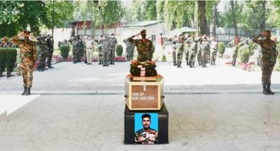 सेना ने श्रीनगर में शहीद सैनिक को दी श्रद्धांजलि