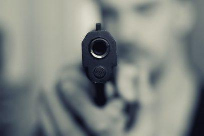 मुंबई पुलिस के सेवानिवृत्त अधिकारी ने 2 बेटों को गोली मारी, एक की हालत नाजुक