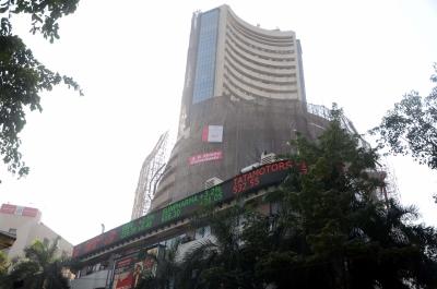 सेंसेक्स 300 अंक गिरा, बैंकिंग शेयरों में गिरावट