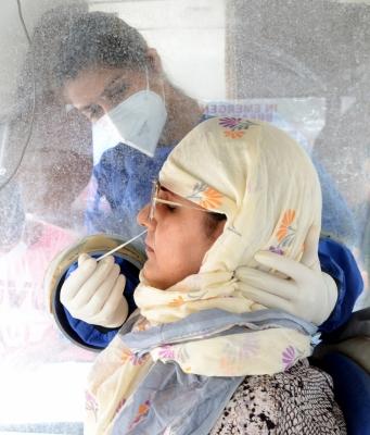 जम्मू-कश्मीर में कोरोना के 906 नए मामले, 17 की मौत
