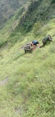 जम्मू-श्रीनगर राजमार्ग दुर्घटना में मरने वालों की संख्या बढ़कर 5 हुई (लीड-1)