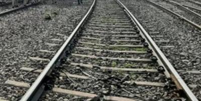 गलत ट्रेन में चढ़ने का हुआ अहसास, 5 लोग ट्रेन से कूदे, 1 की मौत
