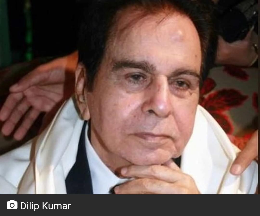 सांस की तकलीफ़ के बाद दिलीप कुमार को अस्पताल में भर्ती कराया गया! 5