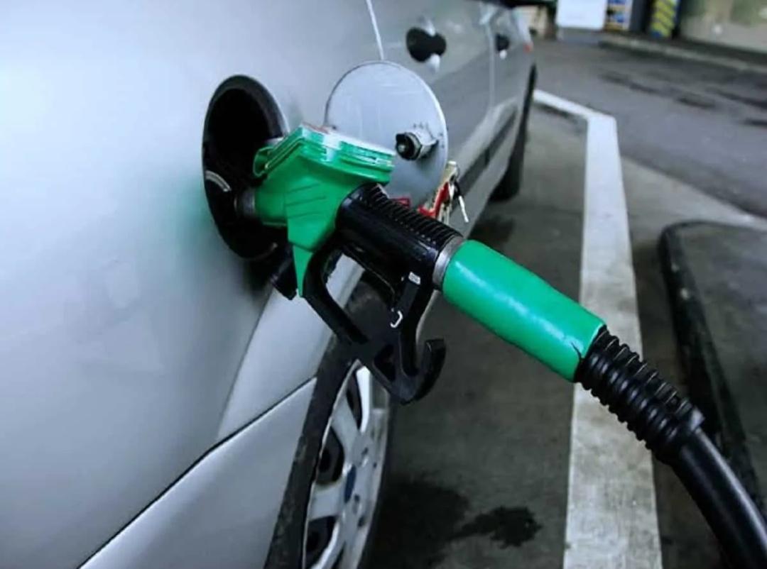पूरे भारत में ईंधन की कीमतें लगातार बढ़ रही हैं, मुंबई में पेट्रोल 101.52 रुपये प्रति लीटर! 3