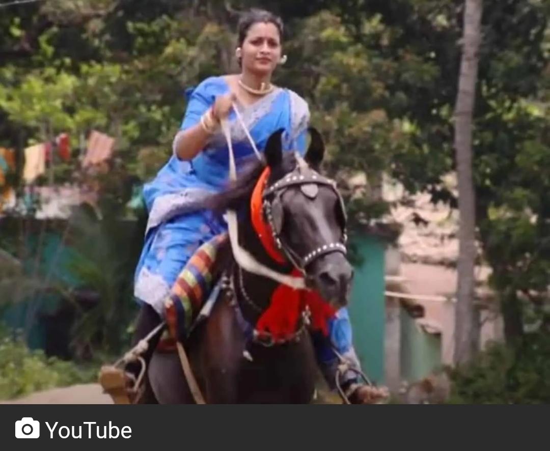 साड़ी पहने महिला ने की घुड़सवारी, वीडियो वायरल 18