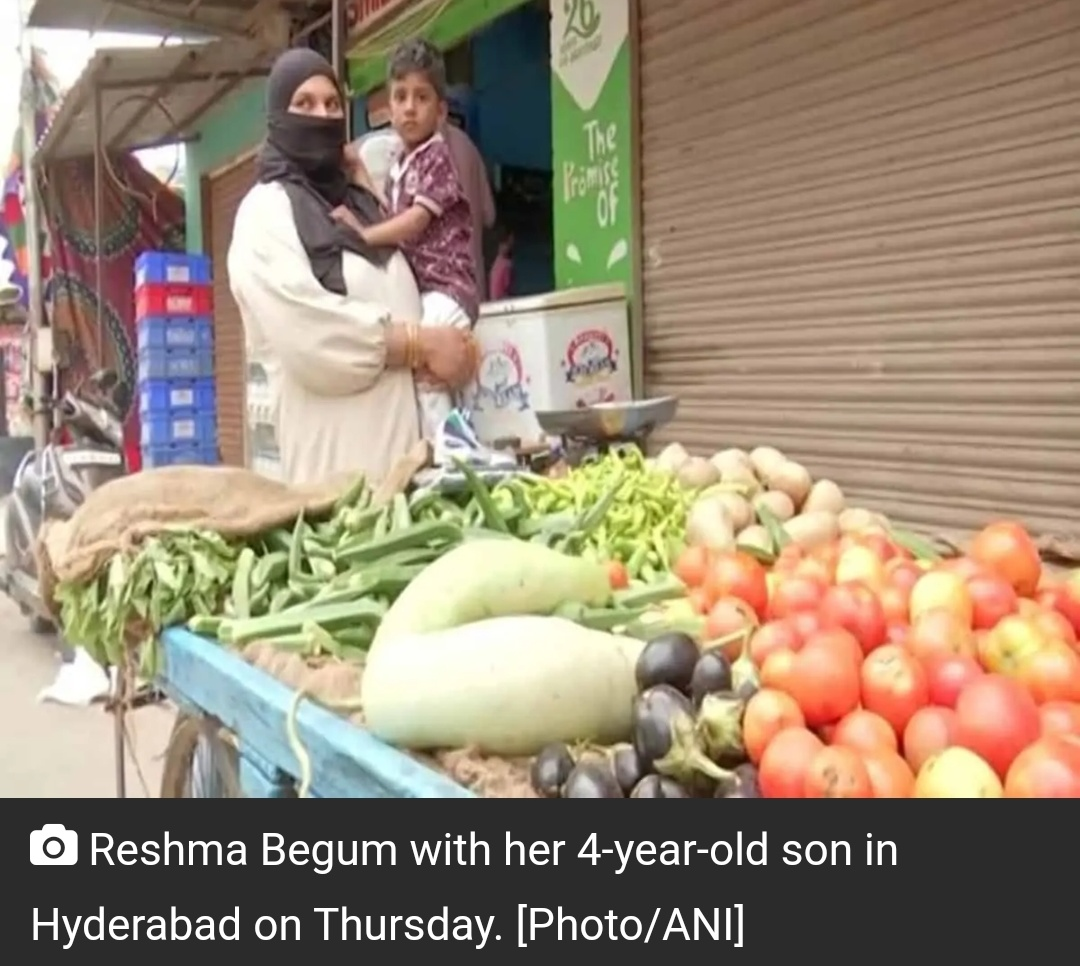 पति की मौत के बाद हैदराबाद की महिला ने बेचना शुरू किया सब्जी! 10
